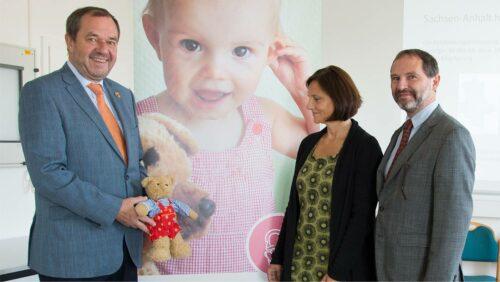 Die Kroschke Kinderstiftung fördert das Hörscreening bei Neugeborenen in Magdeburg
