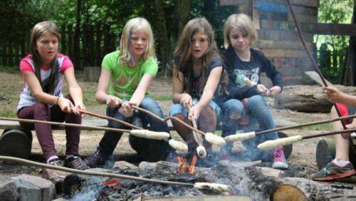 Abenteuerspielplatz Lernziel Spielen - Stockbrot am Lagerfeuer
