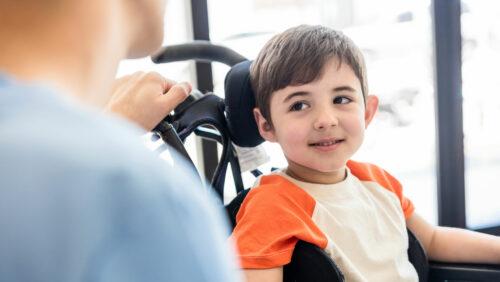 Junge im Rollstuhl - Kroschke Kinderstiftung